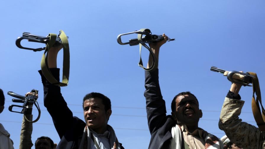 """Бунтовници в Йемен превзеха медии като """"стъпка към преврат"""""""
