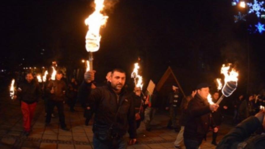 Варненци на факелно шествие срещу тероризма и нелегалната имиграция