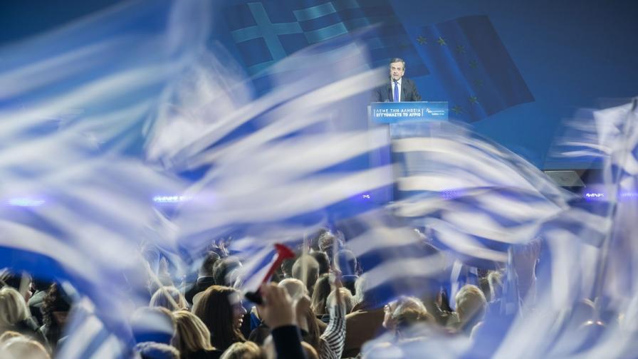 Гърция иска международна конференция за дълга си