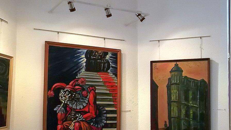 """16 картини от цикъла """"Царски времена"""" на големия български художник Йоан Левиев подреди Градската художествена галерия в Пловдив по повод 80 години от рождението му през 2014 г."""