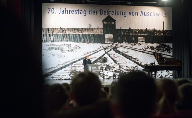 """Ангела Меркел изнася реч в навечерието на 70-годишнина от освобождаването на нацисткия лагер на смъртта """"Аушвиц-Биркенау"""""""