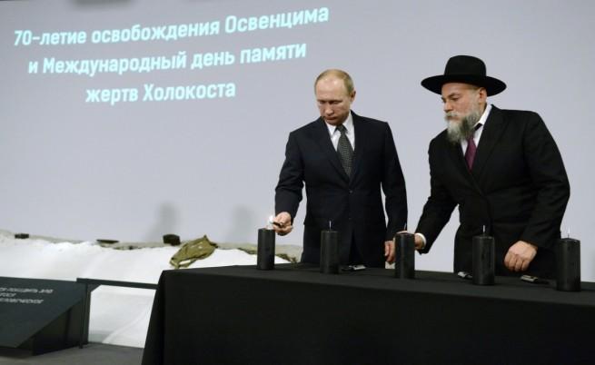 Владимир Путин запали свещ в памет на жертвите на Холокоста