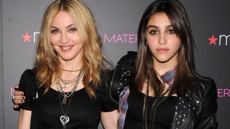 Кръвта вода не става - дъщерята на Мадона скандализира всички със своя снимка