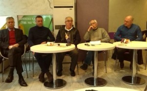 Огромно падение: Фенове счупиха носа на футболен президент на български клуб (видео)