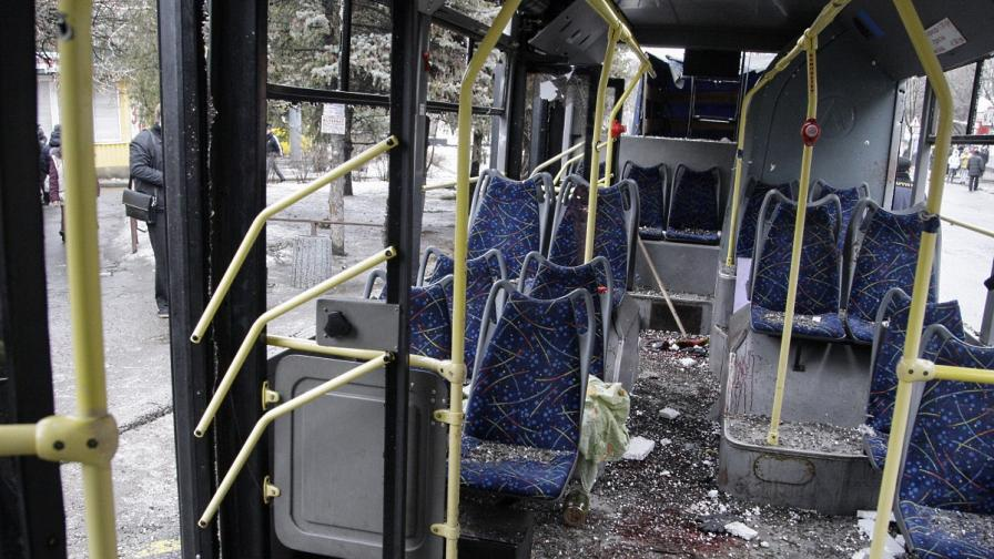 Тролейбус попадна под обстрел в Донецк, има жертви