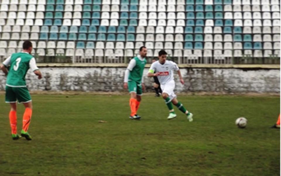 Манолев игра едно полувреме при победа на Пирин