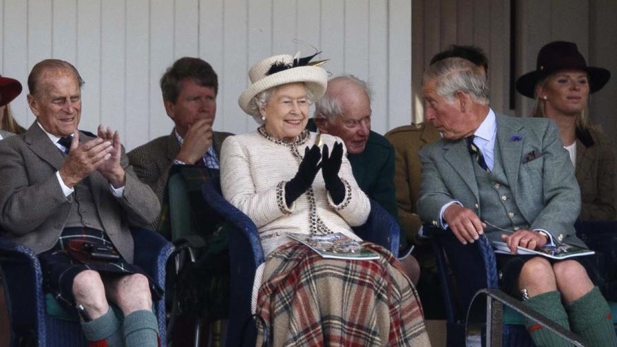 Притеснения в Бъкингамския дворец: Принц Чарлз щял да шокира като монарх