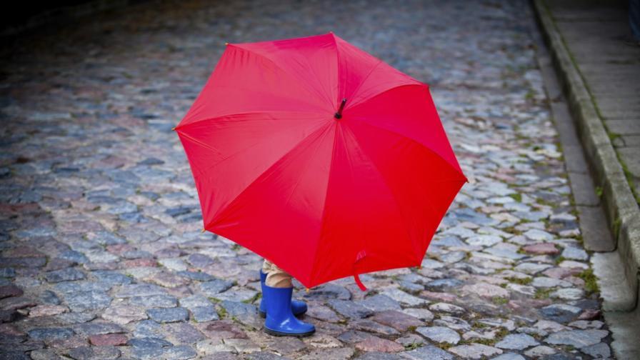 Очаква ни топла, но облачна и дъждовна работна седмица