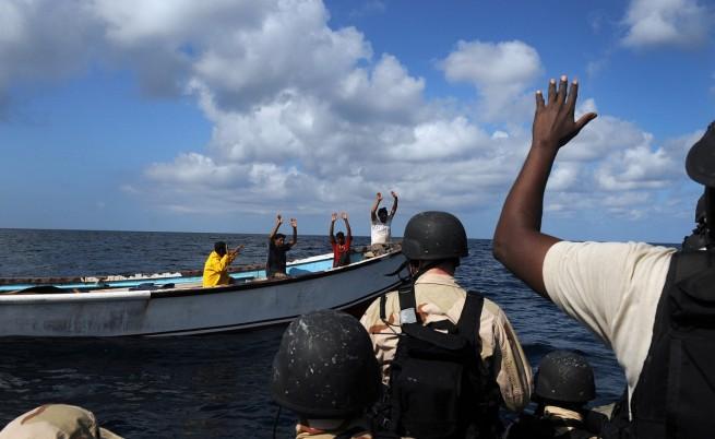 Пирати нападнаха танкер край Нигерия, взеха заложници