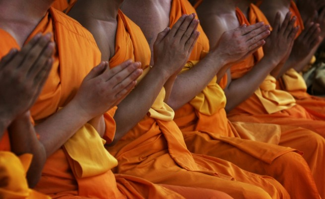 Как живи монаси се мумифицират в името на религията