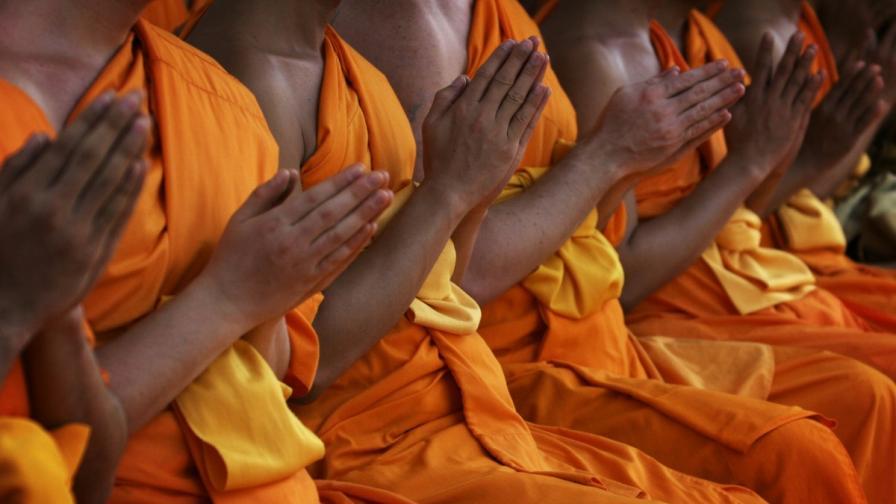 Как монаси се мумифицират докато са още живи