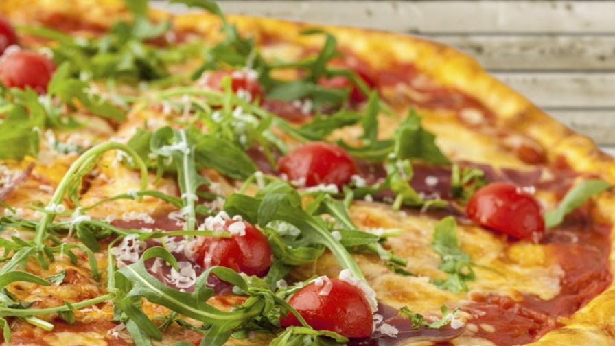 Гузен клиент плати пицата си след 13 години