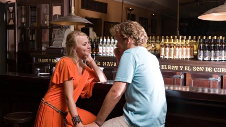 Мъж жена флирт бар
