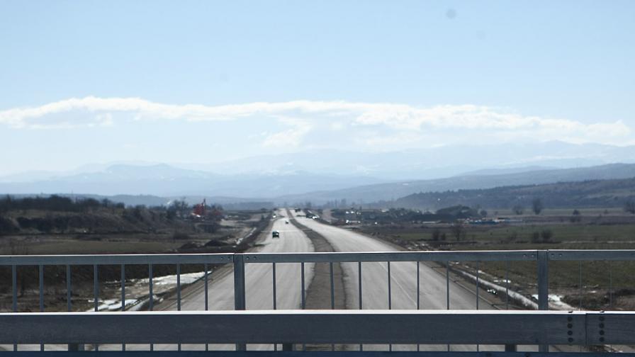 Шефът на АПИ: 100 млн. лв. нужни за дупките по магистралите