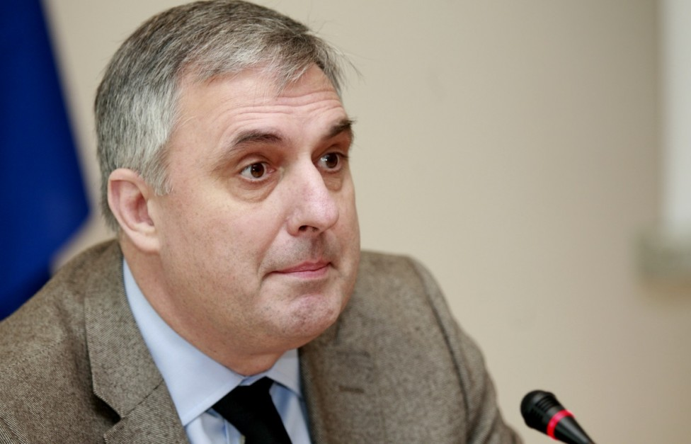 - АБВ издига Ивайло Калфин за президент. АБВ излезе с отделна кандидатура от тази на БСП, въпреки че заявките бяха, че хората на Първанов подкрепят ген...