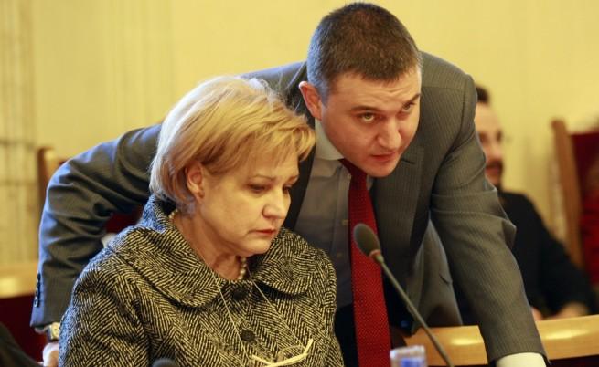 Новият дълг мина с разправия в бюджетната комисия