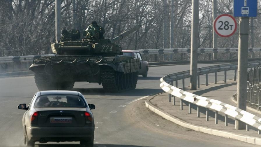 И двете страни в Украйна не изтеглят тежкото въоръжение