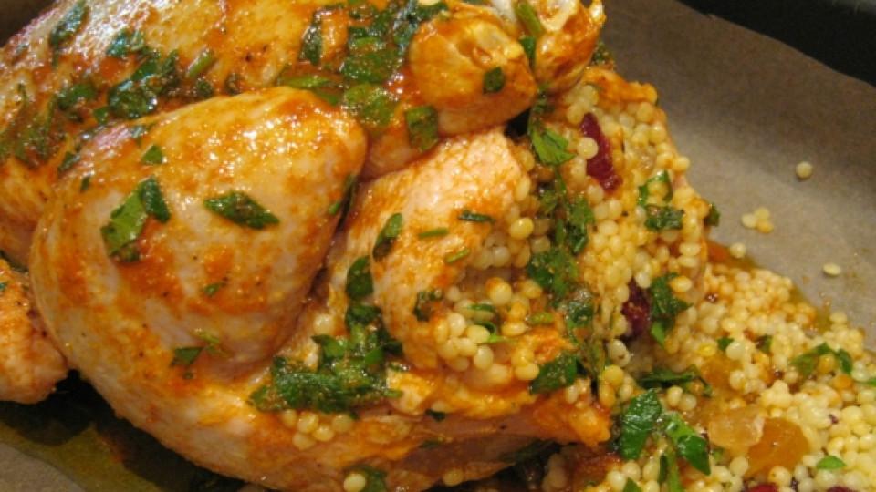 Печено пиле с плодов вкус и плънка от кускус