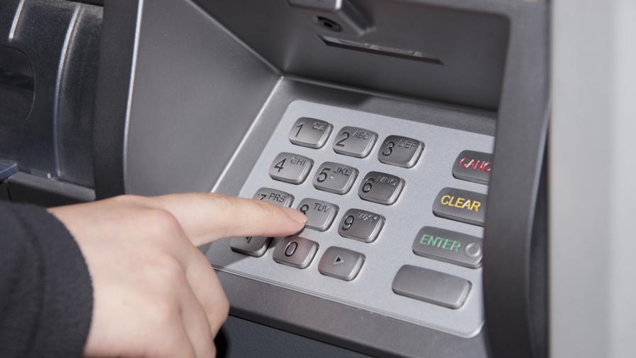 Двама българи откраднали 4 млн. рубли от карти в Русия
