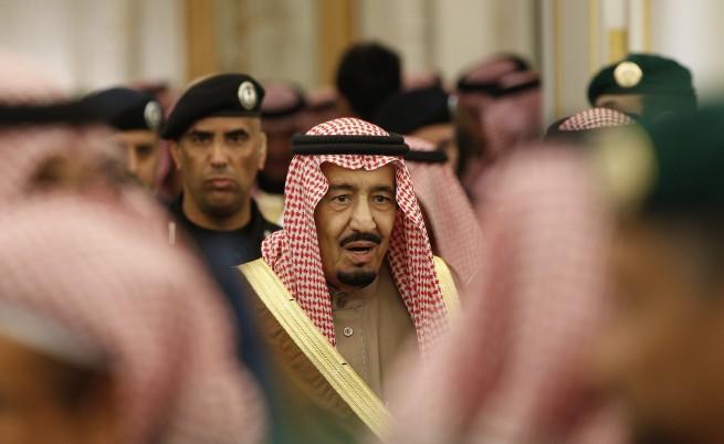 Новият саудитски крал излива поток от пари и бонуси към населението