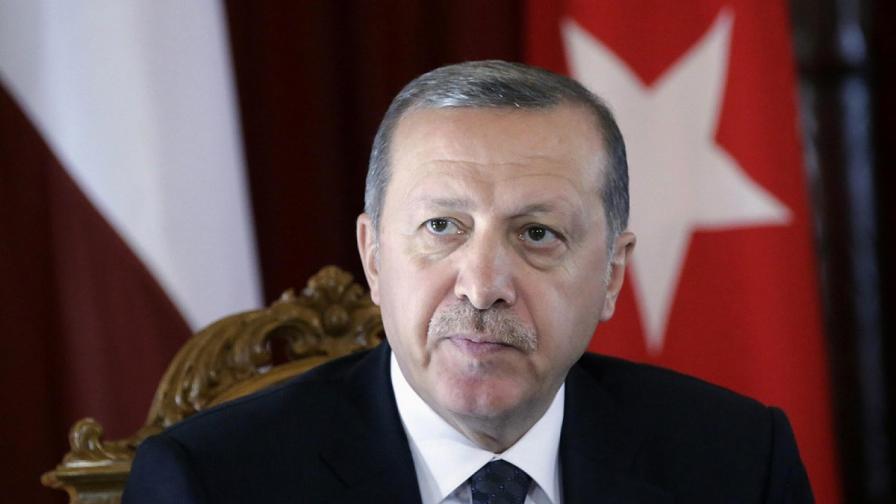 Ердоган е глобен за обида на паметник на дружбата с Армения