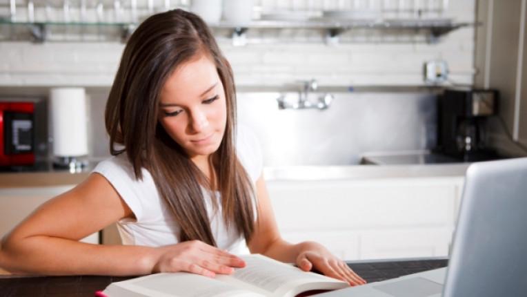 дете тийнейджър интернет технологии лаптоп таблет компютър