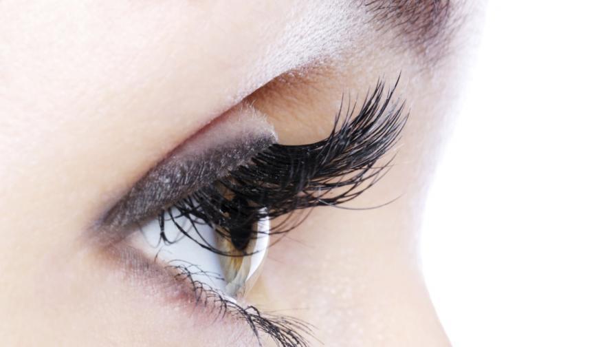 Внимавайте с дългите изкуствени мигли, вредни са за очите