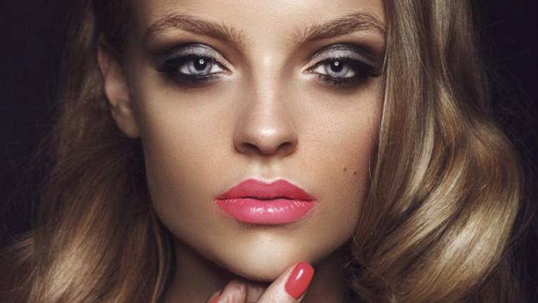 устни грим лице жена