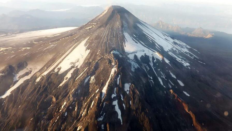 Изригване на вулкан евакуира над 3000 души в Чили