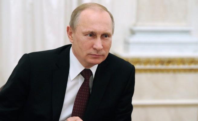 От Кремъл уверяват: Путин е здрав, може да ви счупи ръката при здрависване