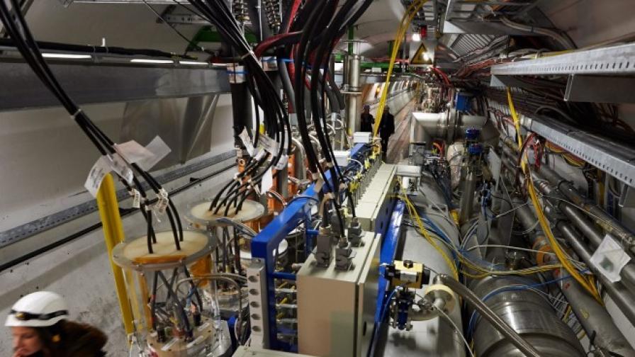 ЦЕРН пуска през май големия адронен колайдер