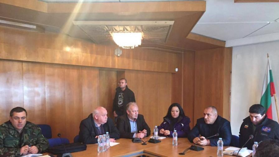 Борисов обеща 20 агрегата на селищата без ток