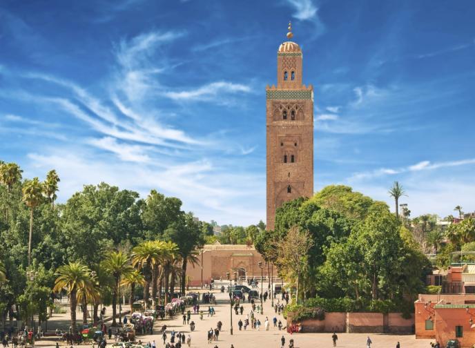 Преливащ от пазари, градини, дворци и джамии, Маракеш е едно вълшебно място. Най-евтин месец за пътуване - юни.