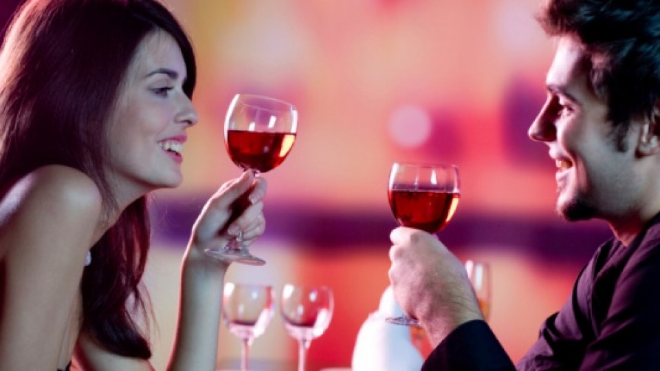 Защо се чукват чашите при наздравица?