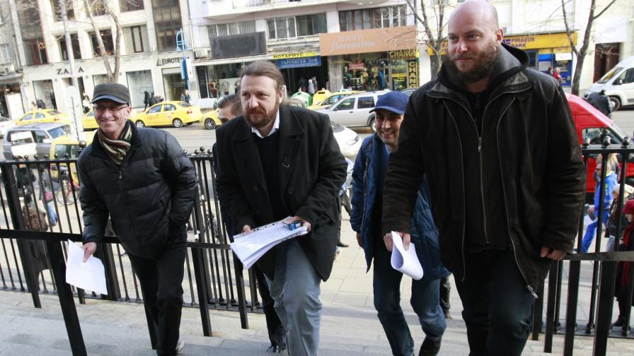 През ноември миналата година от Протестна мрежа внесоха в прокуратурата сигнал срещу гуверньора на БНБ Иван Искров