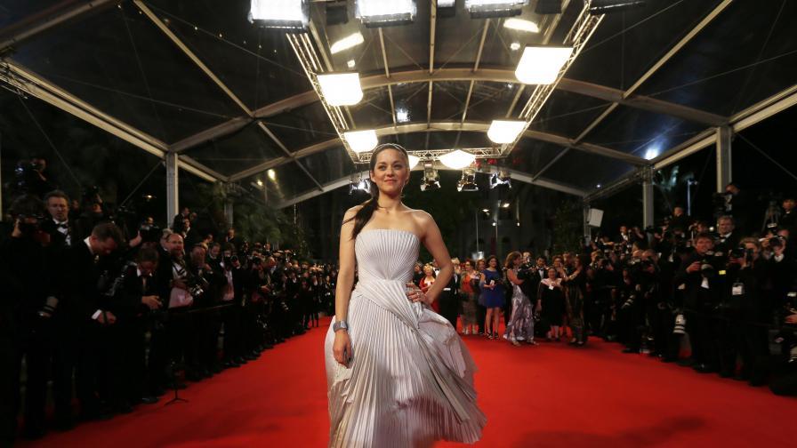 Една красива и стилна дама от Париж - Марион Котияр