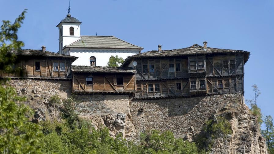Великденска разходка из 10 от най-красивите манастири в България