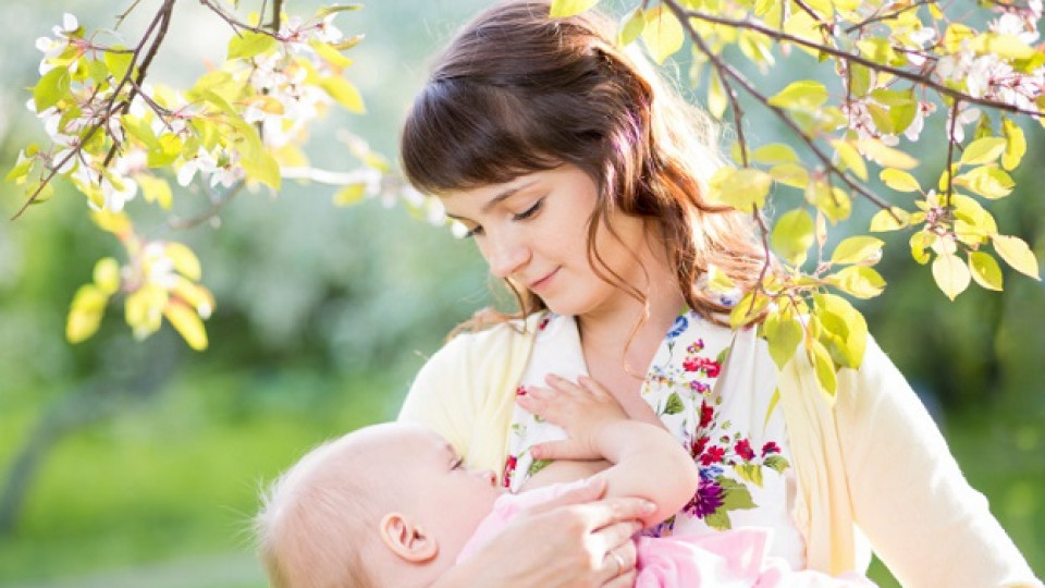 Вредно или полезно е кърменето за бебешките зъби?