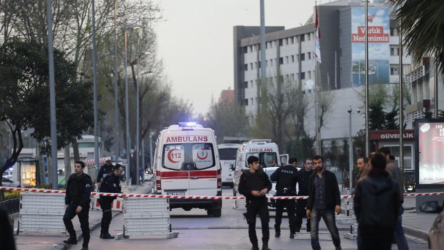 Двама убити и петима ранени при престрелка в Истанбул