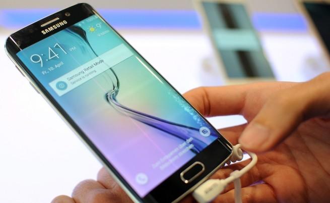 """""""Самсунг"""" очаква рекордни продажби на Galaxy S6 и S6 edge"""