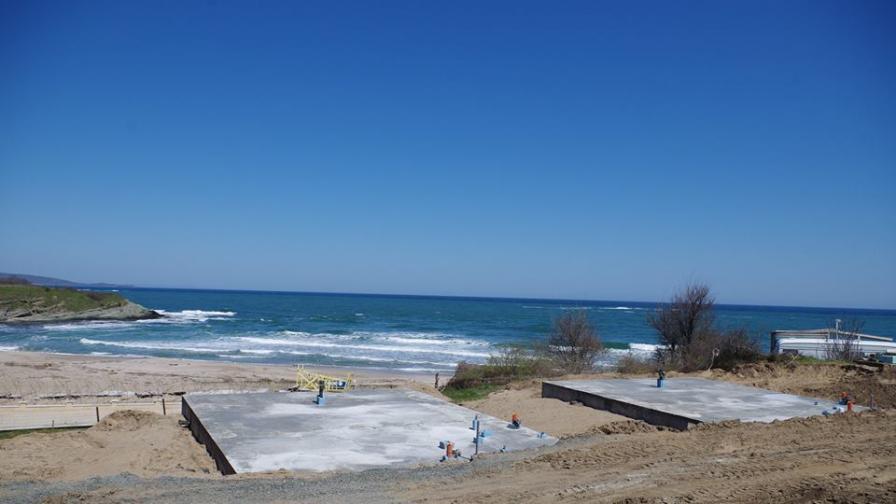 """Експерти проверяват дали се строи върху дюни на къмпинг """"Юг"""""""