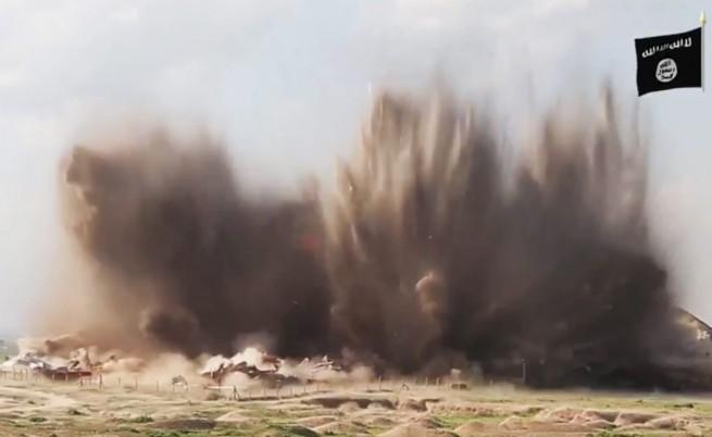 Взривяването на двореца на Ашурнасирпал II