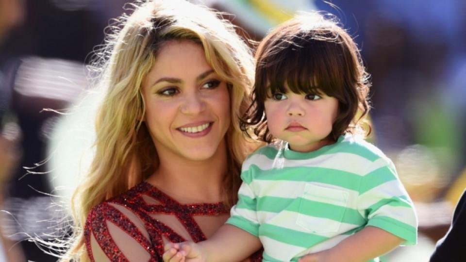 Шакира заедно с първородния си син Милан