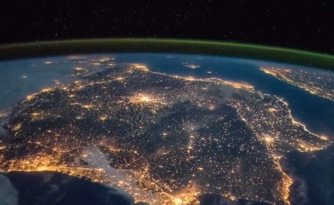 Как изглежда спяща Европа от Космоса (видео)