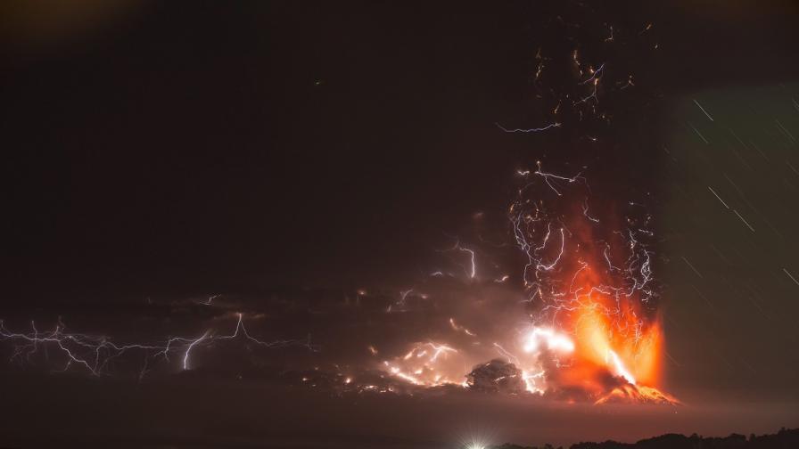Вулканът Калбуко в Чили продължава да изригва, отменени са полети