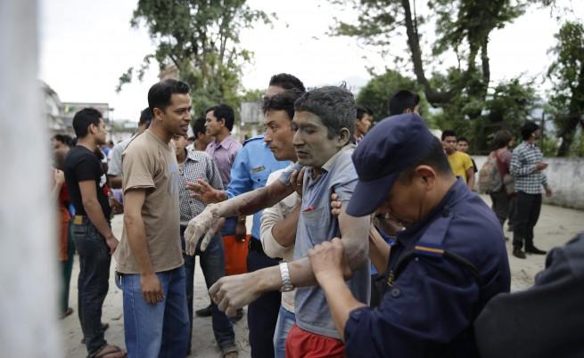 Нов силен трус в Непал, жертвите вече са над 2200