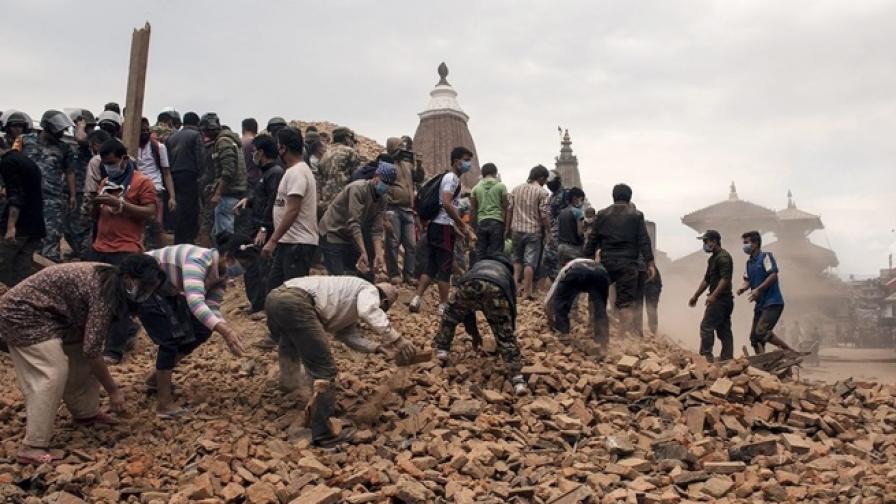 Външно министерство организира евакуация на българи от Непал