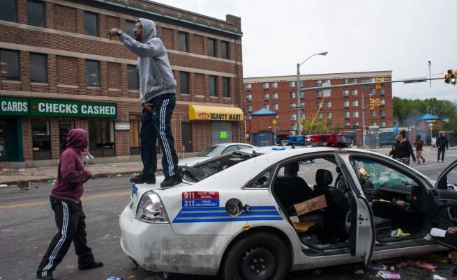 Безредици в Балтимор, въведоха полицейски час