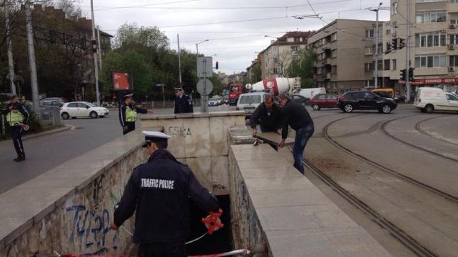 Бетонни плочи от подлез паднаха върху млад мъж в София