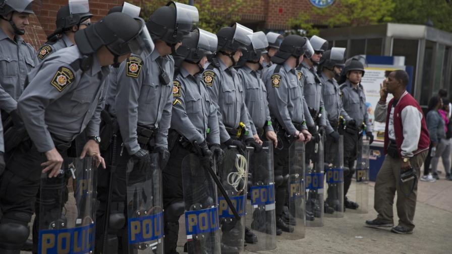 Шестима полицаи отиват на съд за убийството на младеж в Балтимор